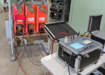 testing vacuum interrupter with MAC-TS4 test set